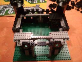 LEGO-Ritter-Schwarze-Drachenburg-6085-Ritterburg-Aufbau-4