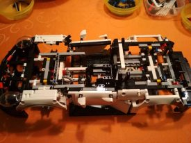 Lego-Technic-42096-Porsche-911-RSR-Aufbau-11