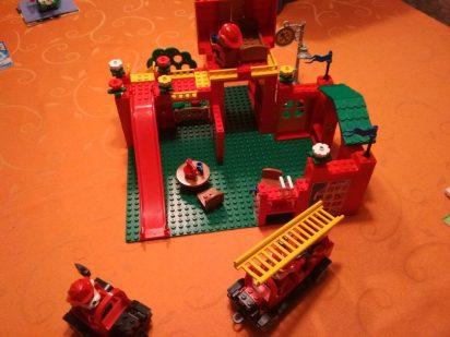 LEGO-Fabuland-Feuerwehr-3682-aufgebaut-1